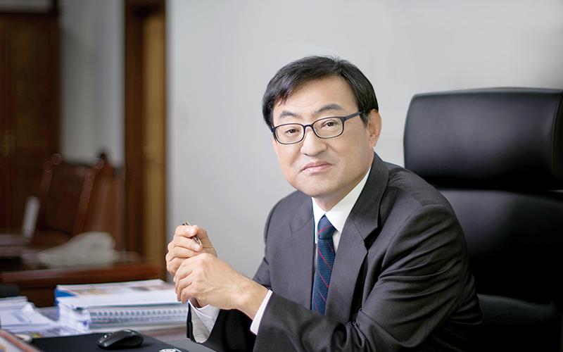 제 8대 총장으로 임명된 김무환 총장 이미지